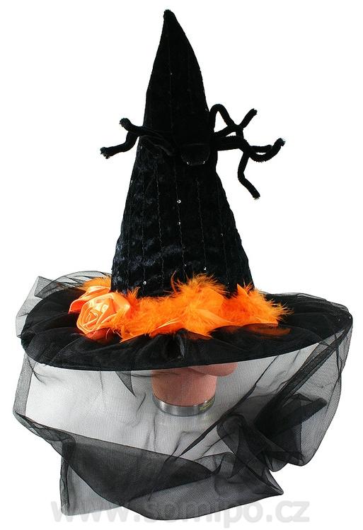 klobouk se závojem a pavoukem čarodějn.